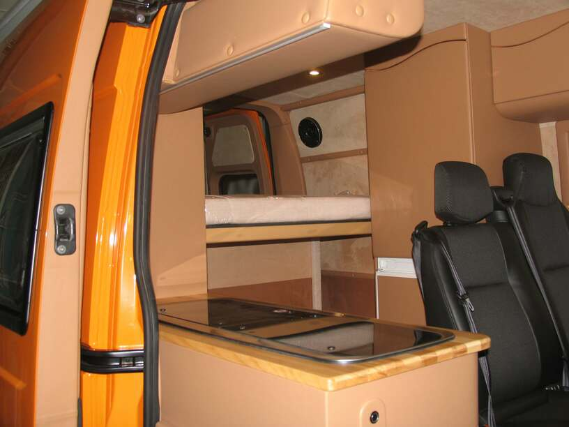 Как переделать микроавтобус в дом на колесах своими руками 930